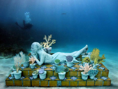 Sculpture-in-underwater-Museum-Mexico