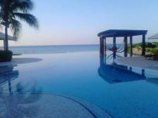 infinity-pool-fan-photo-jewel
